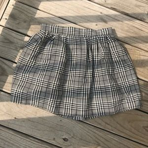 Candies size 5, 90's black and white plaid skirt